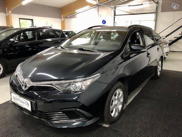 Toyota Auris 4