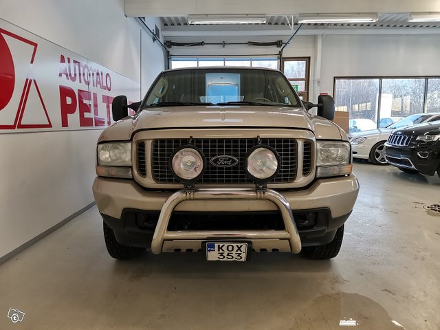 FORD Excursion 8