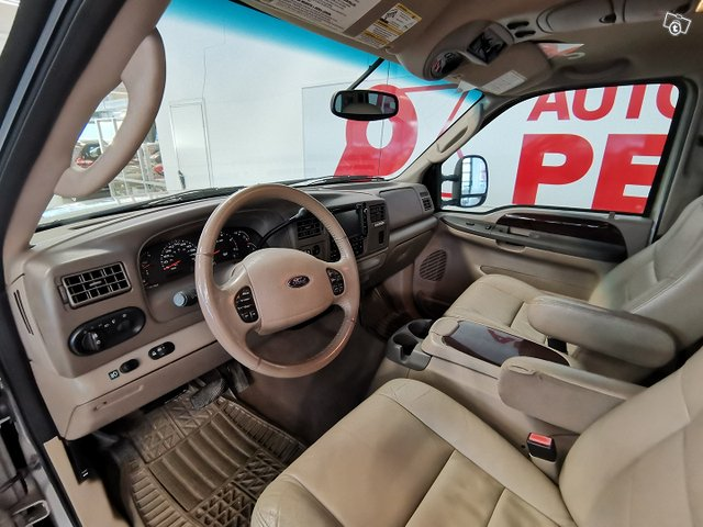 FORD Excursion 9