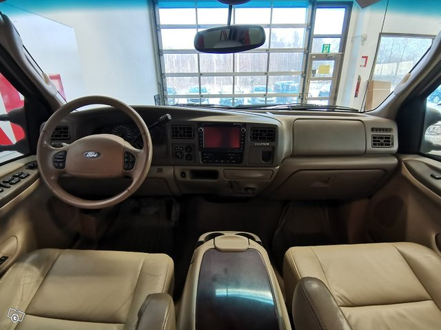 FORD Excursion 13