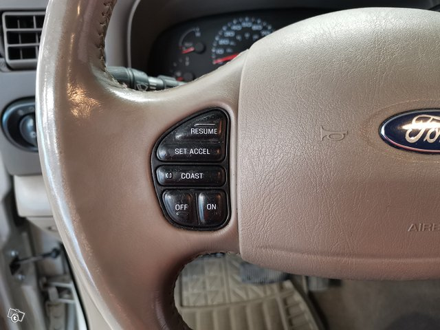 FORD Excursion 20