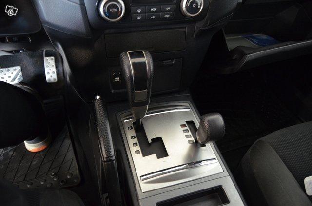 Mitsubishi Pajero 19
