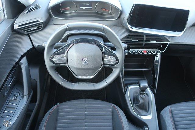 Peugeot 2008 8