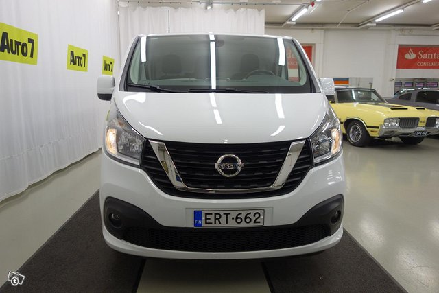 Nissan NV300 7