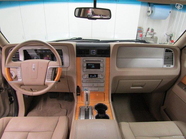 Lincoln Navigator 8