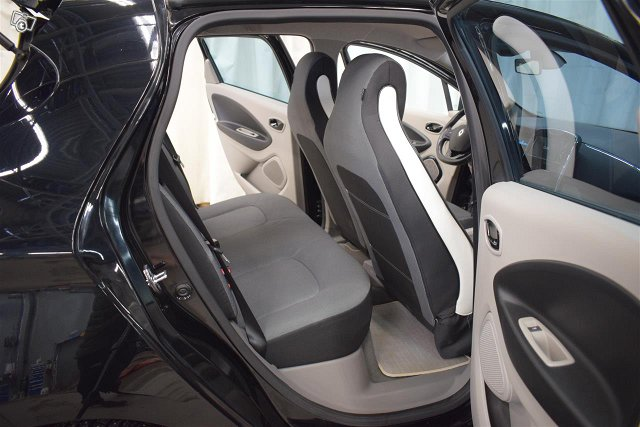 Renault Zoe 10