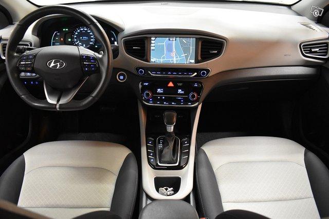 Hyundai IONIQ Plug-in 13