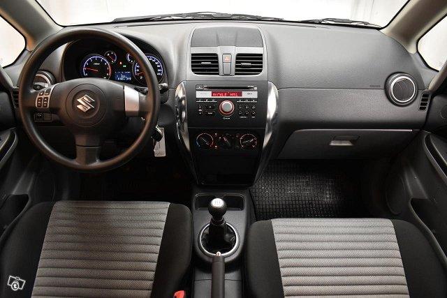 Suzuki SX4 11
