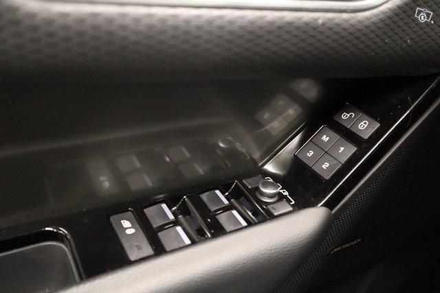 Land Rover Range Rover Velar 19