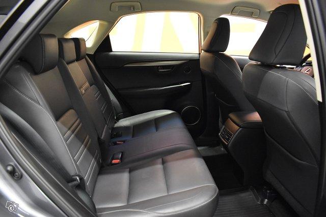 Lexus NX 11