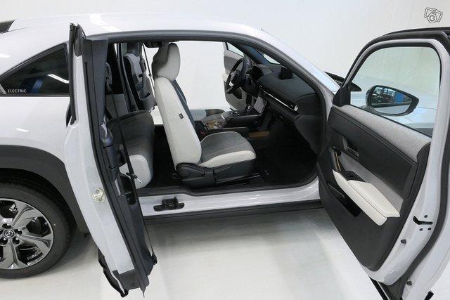 Mazda MX-30 11