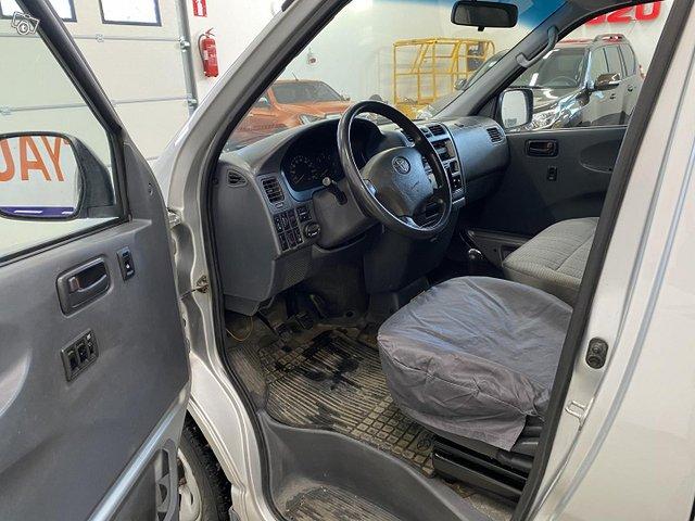 Toyota Hiace 6