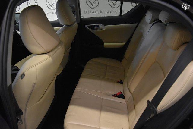 Lexus CT 9