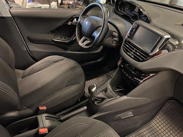 Peugeot 208 16