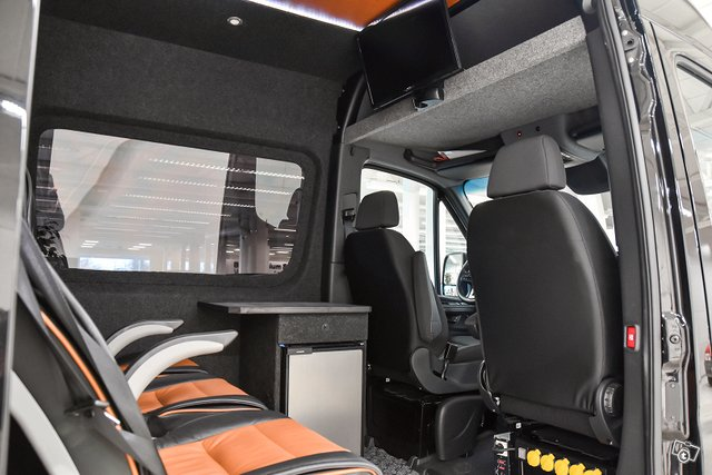 Mercedes-Benz Sprinter 12