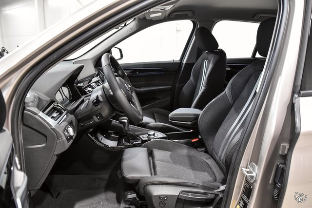 BMW X1 8