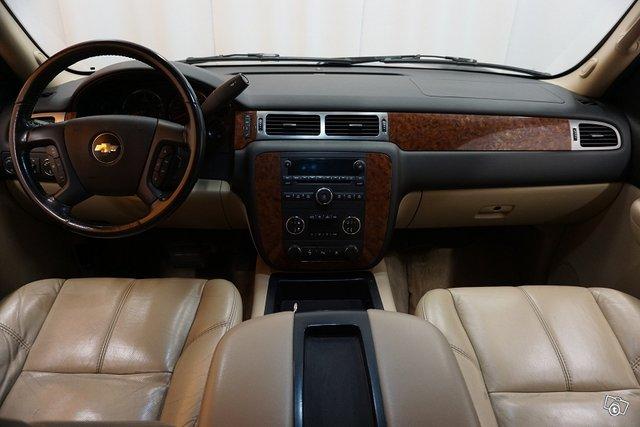 Chevrolet Suburban 12