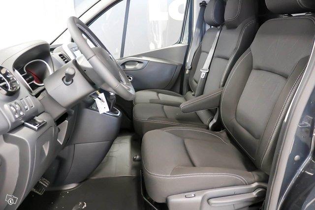 Nissan NV300 6