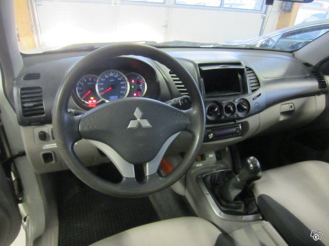 Mitsubishi L200 PICKUP 4X4 7