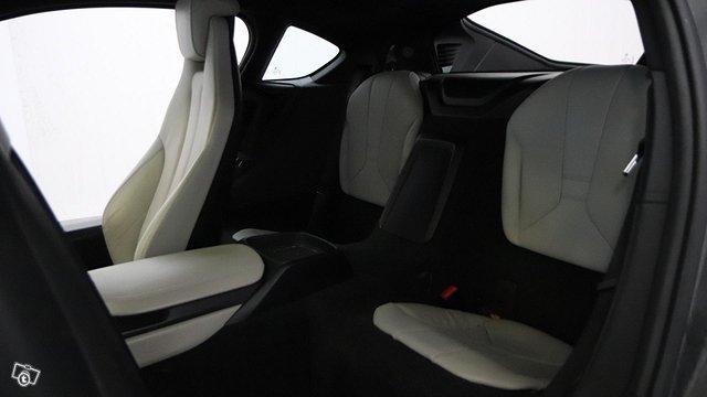 BMW I8 13
