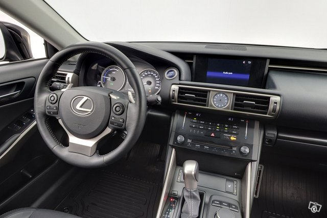 Lexus IS 10
