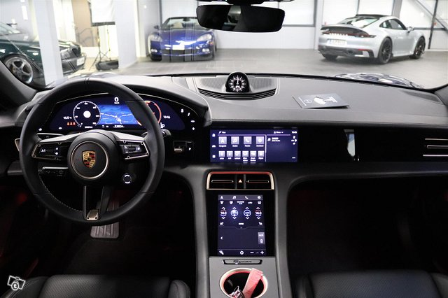 Porsche Taycan 10