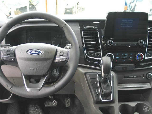 Ford Tourneo Custom 7