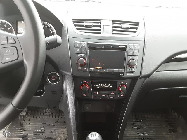 Suzuki Swift 14