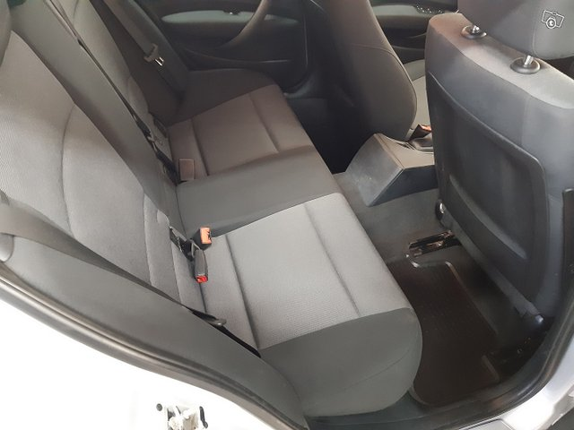 BMW 120i 9