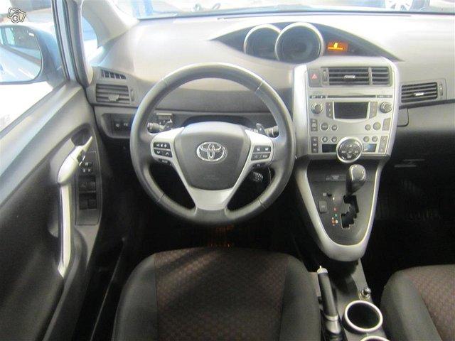 Toyota Verso 9
