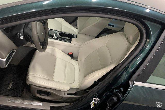 Jaguar XE 15