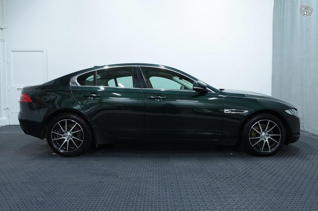 Jaguar XE 18