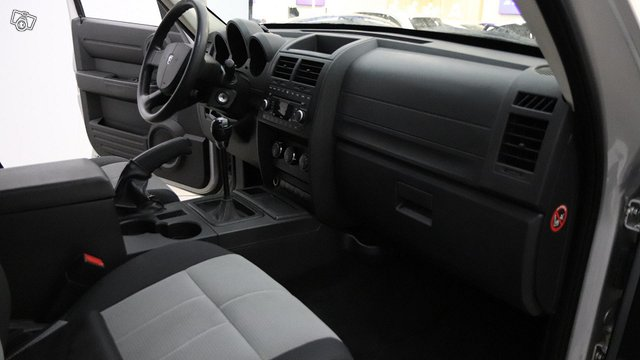Dodge NITRO 14
