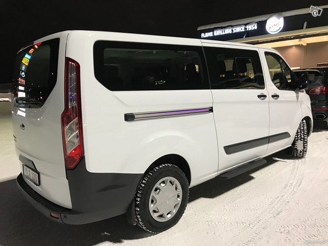 Ford Tourneo Custom 11