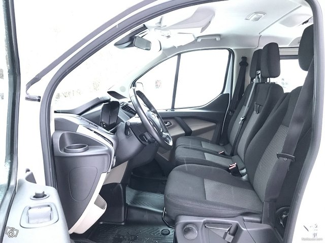 Ford Tourneo Custom 15