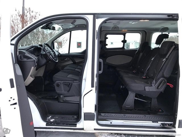 Ford Tourneo Custom 18