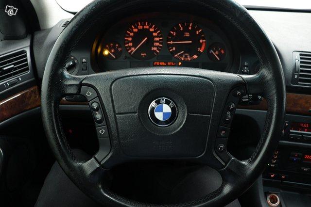 BMW 523 9