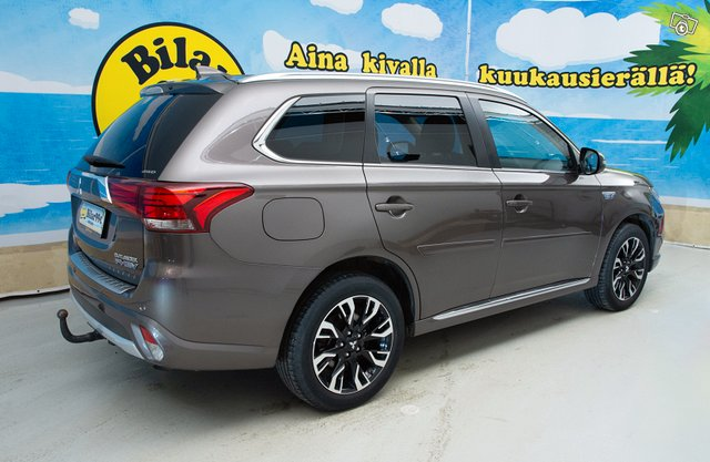 MITSUBISHI OUTLANDER PHEV Executive 8