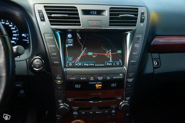 Lexus LS 18