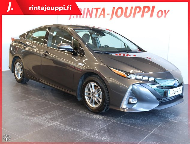 Toyota Prius PHEV 1