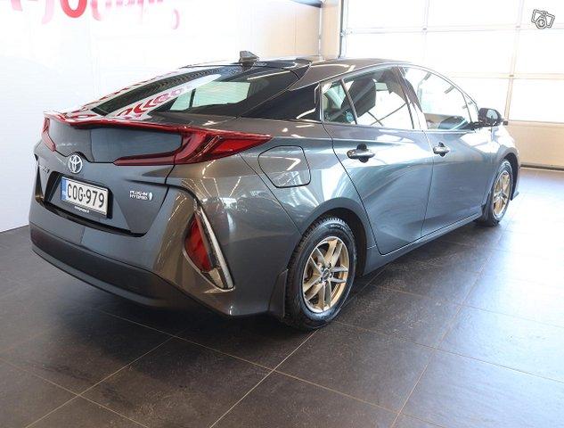 Toyota Prius PHEV 4