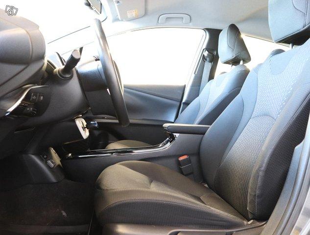 Toyota Prius PHEV 7