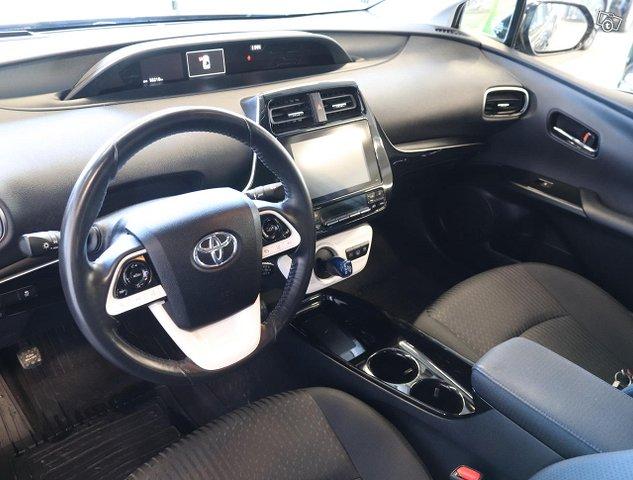 Toyota Prius PHEV 8
