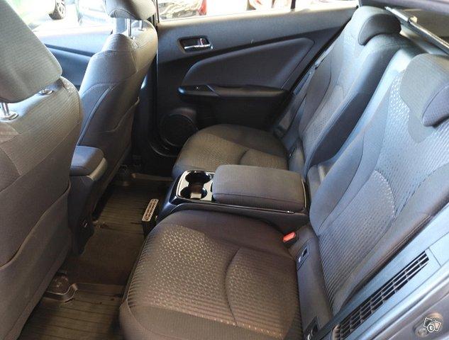 Toyota Prius PHEV 9