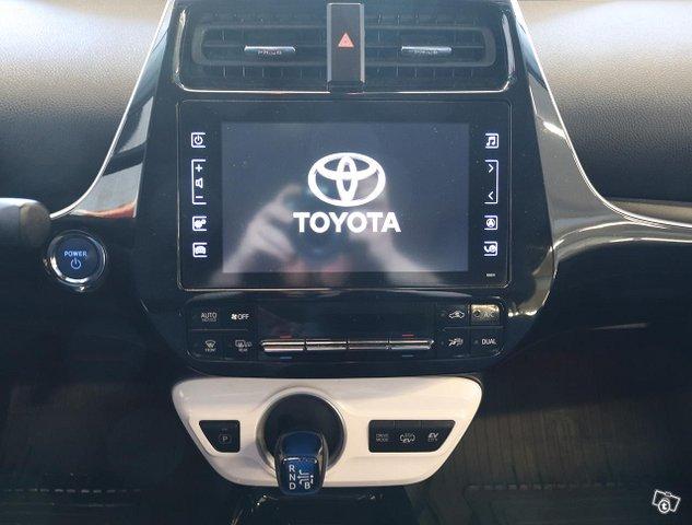 Toyota Prius PHEV 11