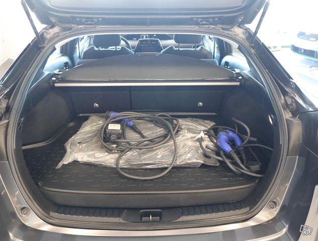Toyota Prius PHEV 12
