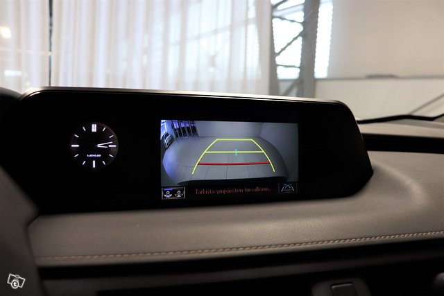 Lexus UX 16
