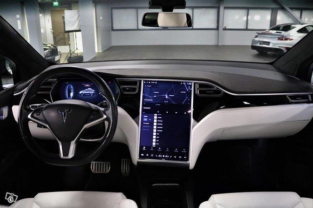 Tesla Model X 13