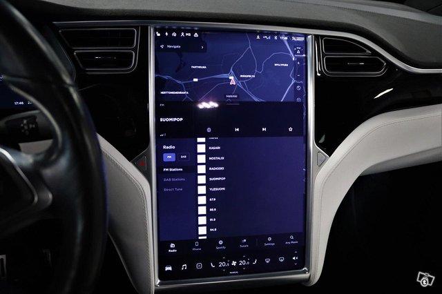Tesla Model X 16