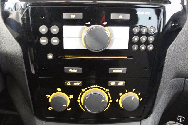 Opel Zafira 10